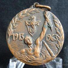 Coleccionismo deportivo: MEDALLA C.N. ATLÉTICO. TORNEO INTERNACIONAL DE WATER-POLO. BODAS DE ORO. AÑO 1913-1963.. Lote 31666491