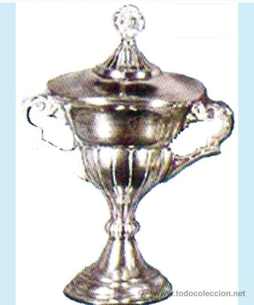 COPA PLATEADA DEPORTIVA CON TAPA. ALTURA 26 CM. ANCHO 20 CM. (Coleccionismo Deportivo - Medallas, Monedas y Trofeos - Otros deportes)