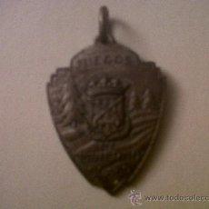 Coleccionismo deportivo: MEDALLA METAL JUEGOS DE INVIERNO F.C.DE P.-FEDERACION CATALANA DE PATINAGE-1956-3X4. Lote 32507494