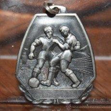 Coleccionismo deportivo: ANTIGUA MEDALLA AÑOS 50 DEPORTVA EN METAL PLATEADO. Lote 32928480