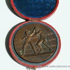 Coleccionismo deportivo: MEDALLA BRONCE BOXEADOR TONY MURI.1946.ESTUCHE ORIGINAL. 5 CM DIÁMETRO.FIRMADA GEORGE CONTAUX. BOXEO. Lote 33710430