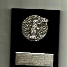Coleccionismo deportivo: PLACA DE PLATA, SELECCION CATALANA DE HOCKEY A JOSEP MALLAFRE VICEPRESIDENTE 11-12-59.. Lote 36663445