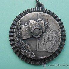 Coleccionismo deportivo: MEEDALLA DEL 1º CONCURSO FOTOGRAFICO EN COLOR DEL AÑO 1.986. Lote 37563790