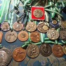 Coleccionismo deportivo: GRAN COLECCION DE MEDALLAS DEPORTIVAS BALONMANO TIRO ... TABACALERA A PARTIR DEL 78. Lote 39197912