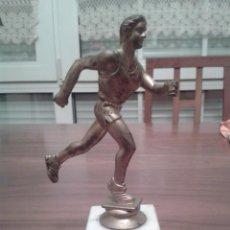 Coleccionismo deportivo: TROFEO DEPORTIVO. FIGURA DE CORREDOR DE ATLETISMO. Lote 40428309
