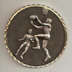 Coleccionismo deportivo: GRAN MEDALLA DEPORTIVA BALONCESTO (EN RELIEVE-BORDE DORADO) BETANIA PATMOS ORENSE 83 PESO 250GR-88MM. Lote 41248005