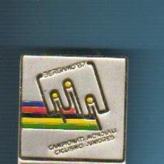 Coleccionismo deportivo: MEDALLA CON AGUJA - BICICLETA -CAMPIONATI MONDIALI CICLISMO BERGAMO 1987- COUREUR -CORREDOR. Lote 41309613