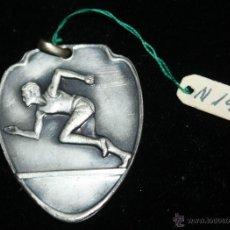 Coleccionismo deportivo: MEDALLA METAL PLATEADO AÑOS 40,ATLETISMO. Lote 41708938