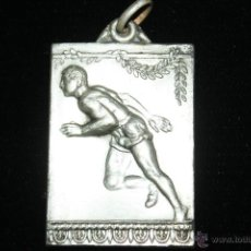 Coleccionismo deportivo: MEDALLA METAL PLATEADO AÑOS 40,ATLETISMO . Lote 41708957
