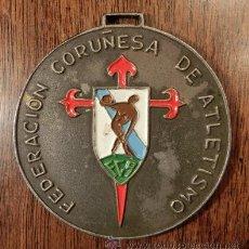 Coleccionismo deportivo: ANTIGUA MEDALLA. FEDERACIÓN CORUÑESA DE ATLETISMO. BODAS DE ORO. TERESA HERRERA.. 1916-1966. Lote 42057920