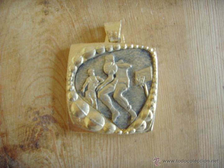 MEDALLA BALONCESTO AÑOS 80 (Coleccionismo Deportivo - Medallas, Monedas y Trofeos - Otros deportes)