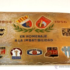 Coleccionismo deportivo: PLACA DE BRONCE EN HOMENAJE A LA IMBATIBILIDAD 1954 - 1956. Lote 44757052