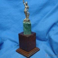 Coleccionismo deportivo: - TROFEO CON BASE DE MADERA. Lote 45174277