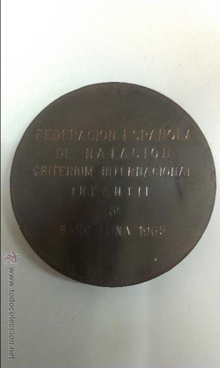 Coleccionismo deportivo: MEDALLA DE LA FEDERACION ESPAÑOLA DE NATACION .BARCELONA 1965 - Foto 2 - 45185886