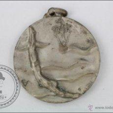 Coleccionismo deportivo - Medalla del Club Natación Atlético, CNA - XXXVII Travesía Puerto Barcelona, 1964 - 3,5 Cm Diámetro - 45235826