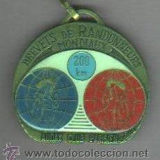 Coleccionismo deportivo: AGUJA MEDALLA -CICLISMO -BICICLETA BREVETS RANDONNEURS MONDIAUX 200 KM, AUDAX C,PARIS- FRANCIA. Lote 206211350