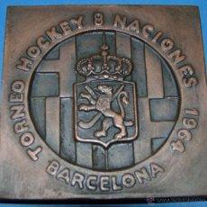 Coleccionismo deportivo: MEDALLA MEDALLÓN DE BRONCE. TORNEO HOCKEY 8 NACIONES 1964 DE BARCELONA. Lote 45456777