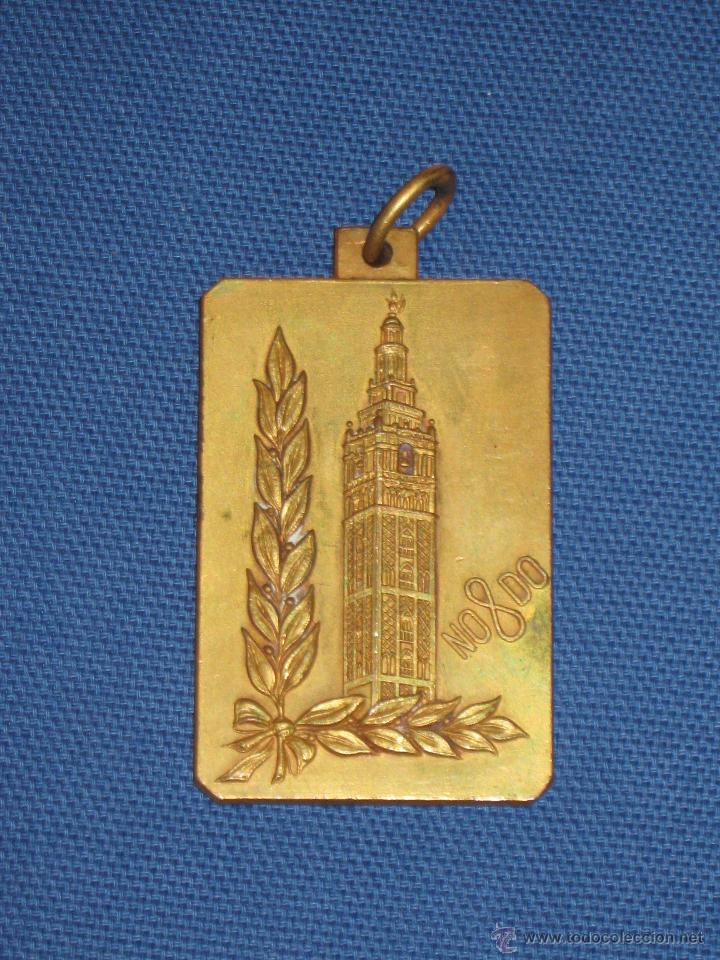 AYUNTAMIENTO DE SEVILLA - MEDALLA DE LOS XI JUEGOS DEPORTIVOS DE OTOÑO DE 1974 (Coleccionismo Deportivo - Medallas, Monedas y Trofeos - Otros deportes)