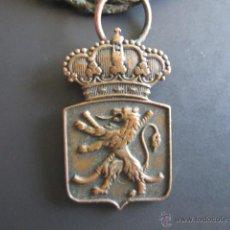 Coleccionismo deportivo: INSIGNIA DE LA R.F.E.H. CAMPEONATO ESPAÑA HOCKEY. SUBCAMPEÓN SANTANDER, 1944. 3.5 X 2.2 CM. Lote 46423624