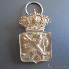 Coleccionismo deportivo: INSIGNIA DE LA R.F.E.H. CAMPEONATO ESPAÑA HOCKEY. SUBCAMPEÓN MADRID, 1946. 3.5 X 2.2 CM. Lote 46423798