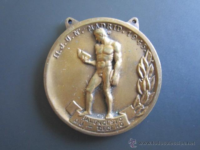 MEDALLA SEU (FALANGE) BALONCESTO (TERCERO) II. JUEGOS UNIVERSITARIOS. 1945. DIÁMETRO 4 CM (Coleccionismo Deportivo - Medallas, Monedas y Trofeos - Otros deportes)