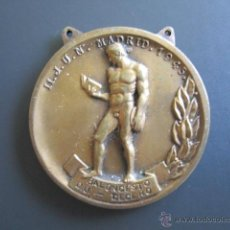 Coleccionismo deportivo: MEDALLA SEU (FALANGE) BALONCESTO (TERCERO) II. JUEGOS UNIVERSITARIOS. 1945. DIÁMETRO 4 CM. Lote 46424409