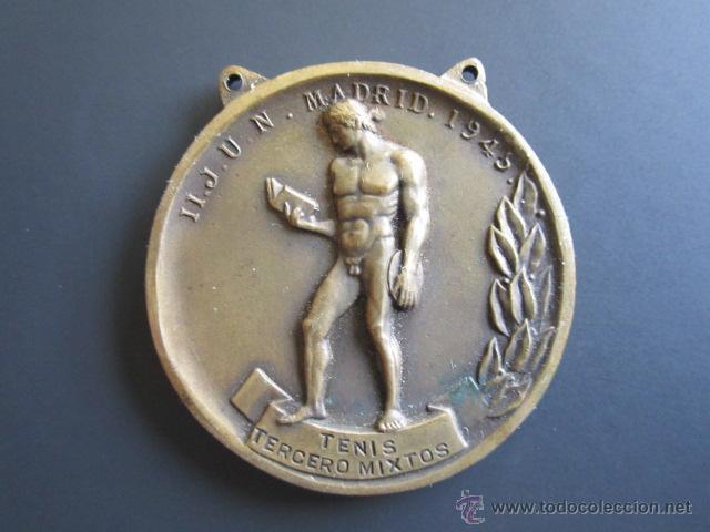 MEDALLA SEU (FALANGE) TENIS (TERCEROS MIXTOS) II. JUEGOS UNIVERSITARIOS. 1945. DIÁMETRO 4 CM (Coleccionismo Deportivo - Medallas, Monedas y Trofeos - Otros deportes)