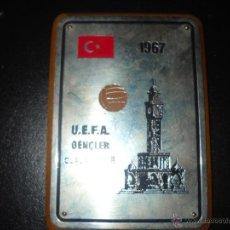 Coleccionismo deportivo: PLACA DE LA UEFA 1967. Lote 48482319