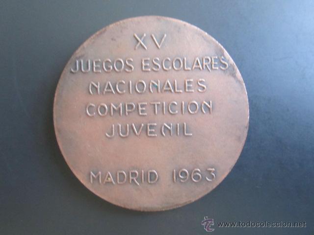 Coleccionismo deportivo: MEDALLA XV JUEGOS ESCOLARES NACIONALES COMPETICIÓN JUVENIL. MADRID, 1963. DIÁMETRO 50 MM - Foto 2 - 48568641
