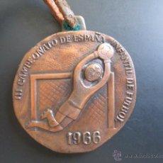 Coleccionismo deportivo: MEDALLA III CAMPEONATO DE ESPAÑA. INFANTIL DE FÚTBOL. HUELVA. 1966. DIÁMETRO 43 MM. Lote 48569209