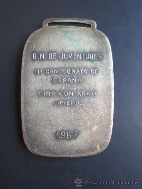 Coleccionismo deportivo: MEDALLA D.N. DE JUVENTUDES. III CAMPEONATO DE ESPAÑA. TIRO CON ARCO. JUVENIL. 1967. 30 X 45 MM - Foto 2 - 48569287