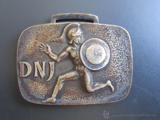 MEDALLA D.N. DE JUVENTUDES. II CAMPEONATO INFANTIL DE TIRO NEUMÁTICO. 1967. 30 X 45 MM (Coleccionismo Deportivo - Medallas, Monedas y Trofeos - Otros deportes)