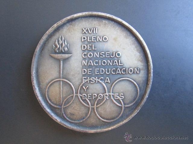 MEDALLA XVII PLENO DEL CONSEJO NACIONAL DE EDUCACIÓN FÍSICA Y DEPORTES. AÑO OLÍMPICO, 1968. (Coleccionismo Deportivo - Medallas, Monedas y Trofeos - Otros deportes)