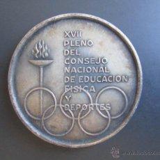 Coleccionismo deportivo: MEDALLA XVII PLENO DEL CONSEJO NACIONAL DE EDUCACIÓN FÍSICA Y DEPORTES. AÑO OLÍMPICO, 1968.. Lote 48712573