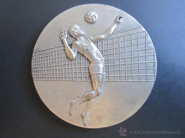 MEDALLA X CAMPEONATO DE ESPAÑA. JUVENIL VOLEIVOL. TROFEO LOPEZ ARJONA. LERIDA, 1970. (Coleccionismo Deportivo - Medallas, Monedas y Trofeos - Otros deportes)
