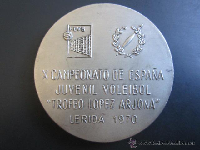 Coleccionismo deportivo: MEDALLA X CAMPEONATO DE ESPAÑA. JUVENIL VOLEIVOL. TROFEO LOPEZ ARJONA. LERIDA, 1970. - Foto 2 - 48712603