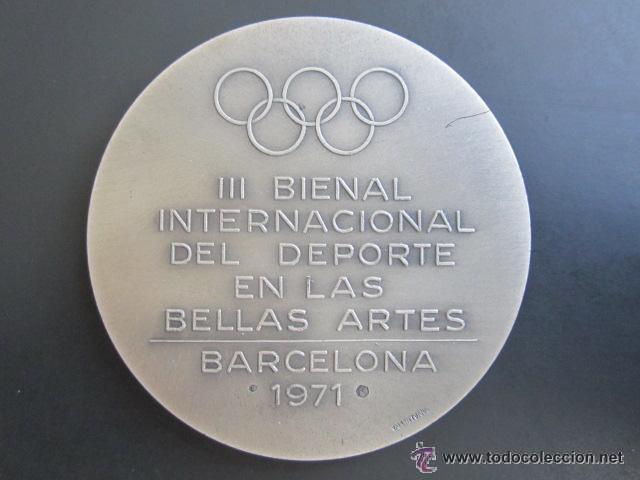 Coleccionismo deportivo: MEDALLA PLATA. III BIENAL INTERNACIONAL DEL DEPORTE EN LAS BELLAS ARTES. BARCELONA,1971. VALLMITJANA - Foto 2 - 51796080