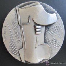 Coleccionismo deportivo: MEDALLA DE PLATA. V BIENAL INTERNACIONAL DEL DEPORTE EN LAS BELLAS ARTES. BARCELONA, 1975. 60 MM. Lote 51796133