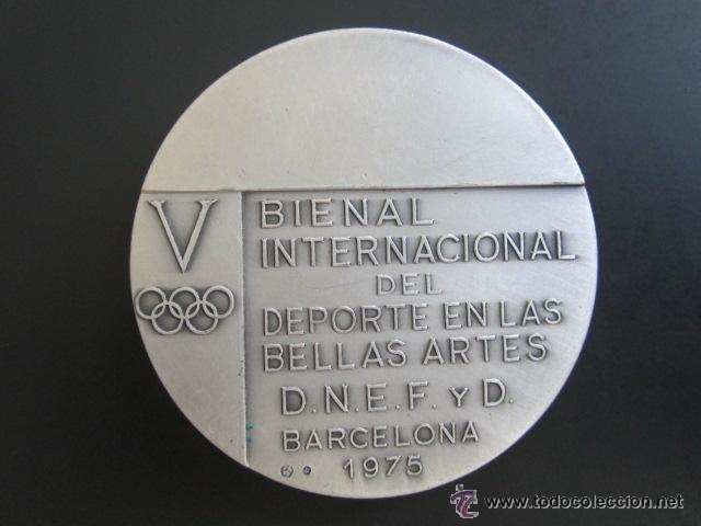 Coleccionismo deportivo: MEDALLA DE PLATA. V BIENAL INTERNACIONAL DEL DEPORTE EN LAS BELLAS ARTES. BARCELONA, 1975. 60 MM - Foto 2 - 51796133