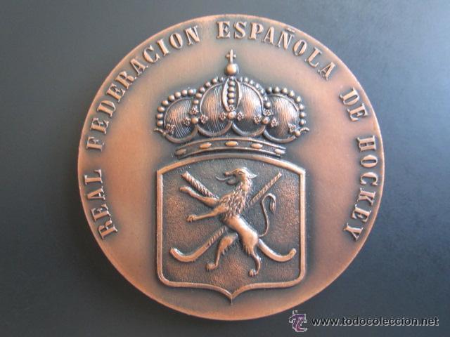 MEDALLA DE LA REAL FEDERACIÓN ESPAÑOLA DE HOCKEY. I COPA DE EUROPA BRUSELAS 1970 (Coleccionismo Deportivo - Medallas, Monedas y Trofeos - Otros deportes)