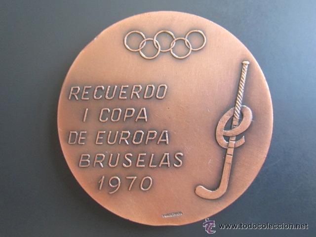 Coleccionismo deportivo: MEDALLA DE LA REAL FEDERACIÓN ESPAÑOLA DE HOCKEY. I COPA DE EUROPA BRUSELAS 1970 - Foto 2 - 51796487