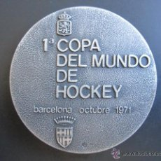 Coleccionismo deportivo: MEDALLA DE PLATA. 1º COPA DEL MUNDO DE HOCKEY. BARCELONA, 1971. . Lote 51796688