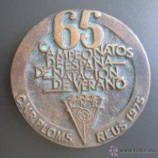 Coleccionismo deportivo: MEDALLA 65 CAMPEONATOS DE ESPAÑA DE NATACIÓN DE VERANO. C.N.R. PLOMS. REUS, 1975. DIÁMETRO 84 MM. Lote 51796837