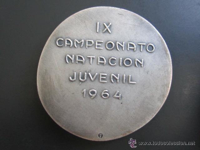 Coleccionismo deportivo: MEDALLA DE PLATA. IX CAMPEONATO NATACIÓN JUVENIL. 1964. DIÁMETRO 43 MM - Foto 2 - 51796979