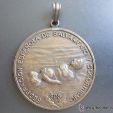 Coleccionismo deportivo: MEDALLA FEDERACIÓN ESPAÑOLA DE SALVAMENTO Y SOCORRISMO. SOS. DIÁMETRO 53 MM. Lote 51799600