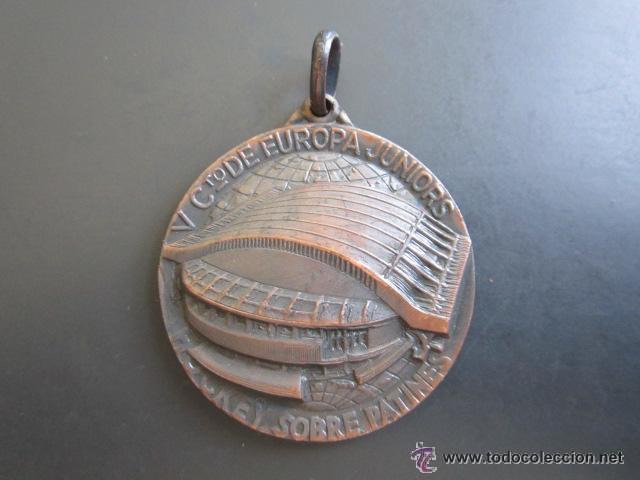 MEDALLA CAMPEONATO DE EUROPA JUNIORS. HOCKEY SOBRE PATINES. MADRID, 1962. DIÁMETRO 35 MM (Coleccionismo Deportivo - Medallas, Monedas y Trofeos - Otros deportes)