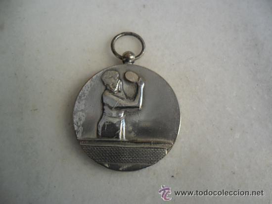 Coleccionismo deportivo: BONITA MEDALLA EN METAL PLATEADO DE PIN - PON - Foto 2 - 51934331