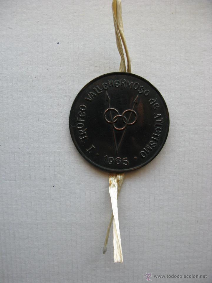 MEDALLA METAL. ORIGINAL. RARA. TROFEO VALLEHERMOSO DE ATLETISMO - 1965 - (VER FOTOGRAFÍAS) (Coleccionismo Deportivo - Medallas, Monedas y Trofeos - Otros deportes)