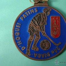 Coleccionismo deportivo: MEDALLA 20º TORNEO INTERNACIONAL D'HOQUEI BASE DEL 2.010. Lote 55089009