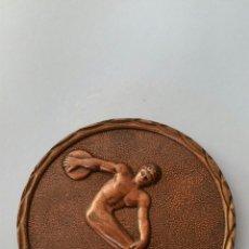 Coleccionismo deportivo: MEDALLA V BIENAL INTERNACIONAL DEL DEPORTE EN LAS BELLAS ARTES MÁLAGA MAYO 1975. Lote 57710914